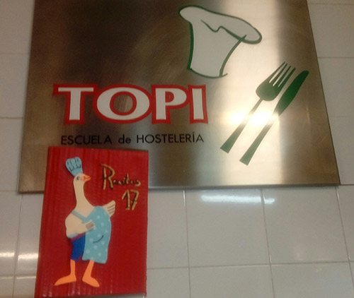 Topi zaragoza hemos recibido el libro de recetas de la colecci n cocina picapedreros muchas - Libro escuela de cocina ...