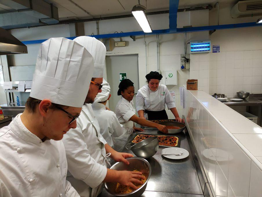 Preparando comida italiana